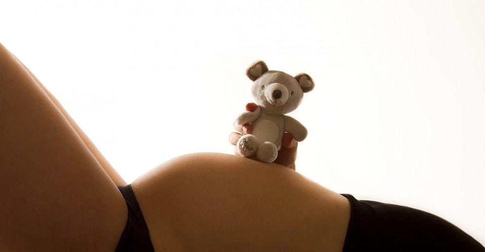 Quand bb bouge dans le ventre ? - PARENTSfr - Grossesse